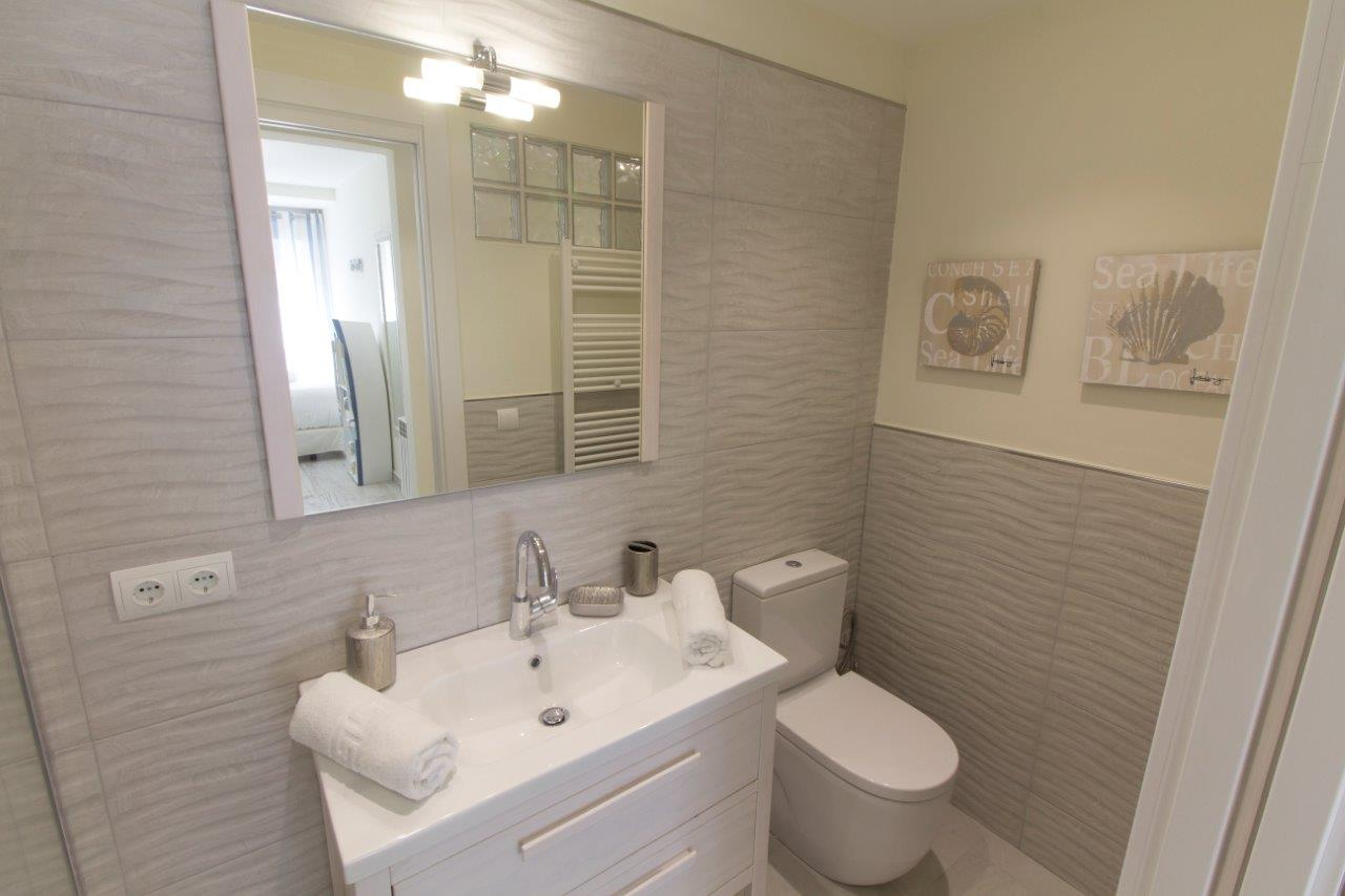 15 ensuite bathroom